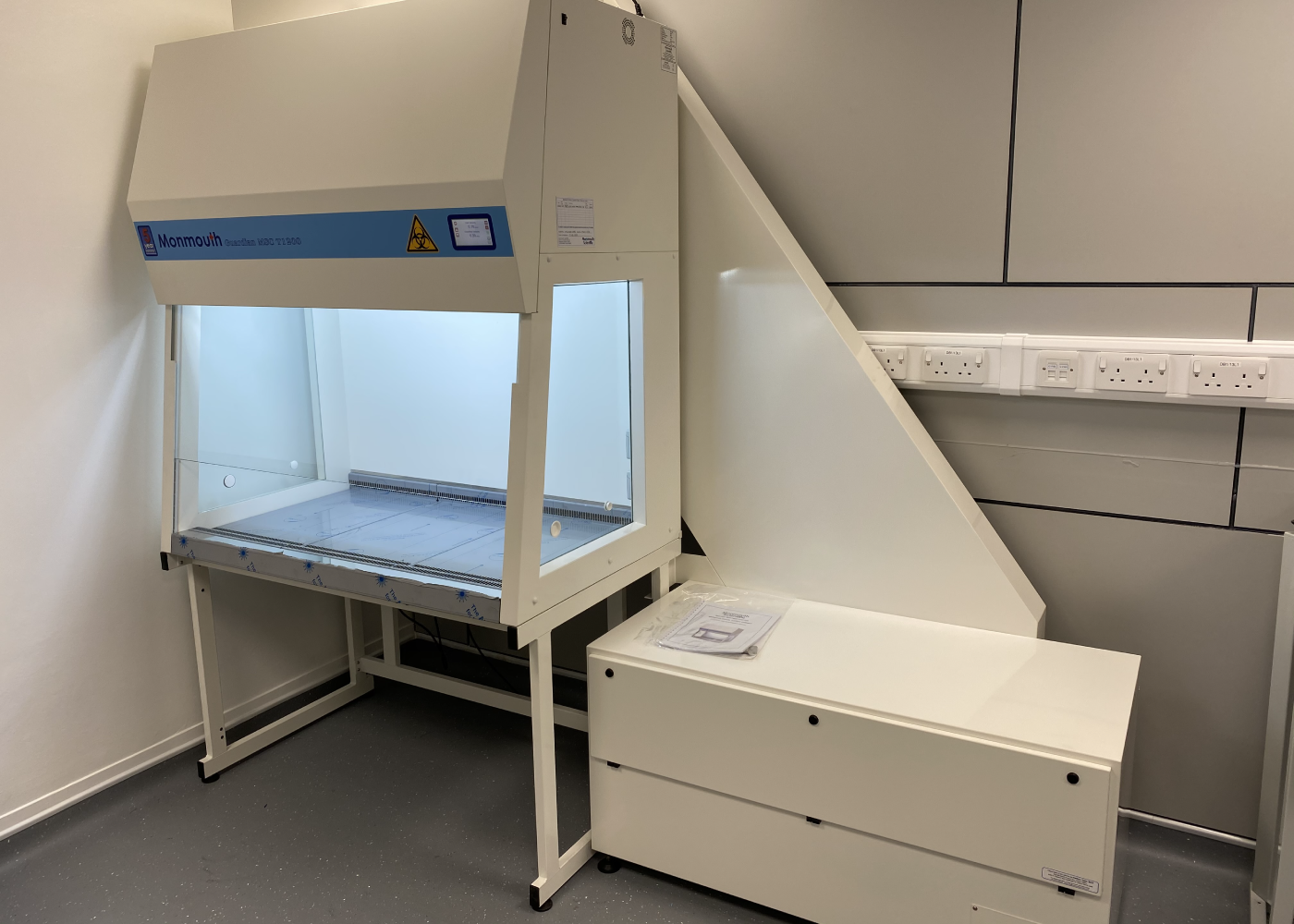 Monmouth Scientific   Class 2 Biological Safety Cabinet TypeC1