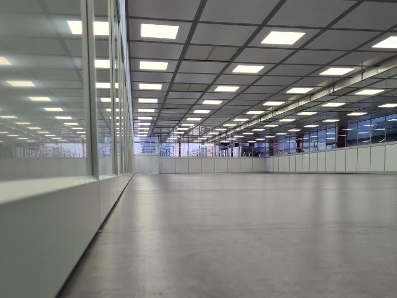 Monmouth Scientific | Aluminium-Modular-Cleanrooms | Bloc Blinds