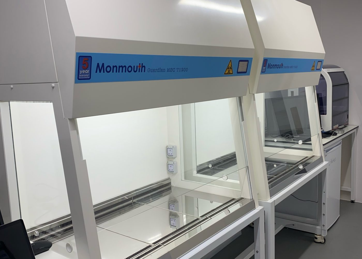 Monmouth Scientific   Class 2 Biological Safety Cabinet   Open Cell
